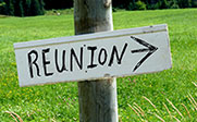 Photo of a sign with reunion and an arrow on it.